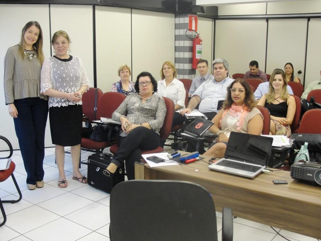 Dra. Sara Bernardes, Dra. Teodora Zamudio e alunos.